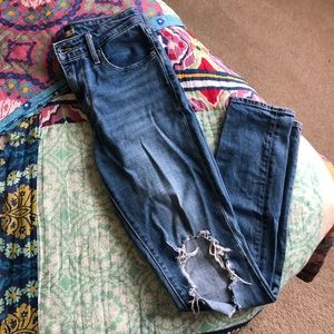 LEVI | 721 high rise skinny ripped knee / Size 26